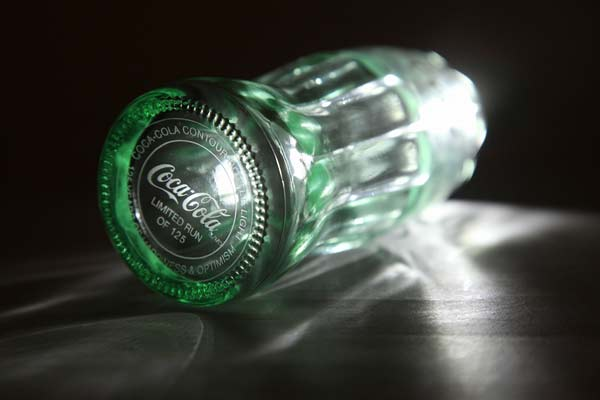 perierga.gr - Το γυάλινο μπουκάλι της Coca-Cola και η ιστορία του