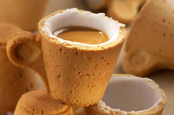 "perierga.gr - ""Πιείτε τον καφέ και φάτε την κούπα..."""