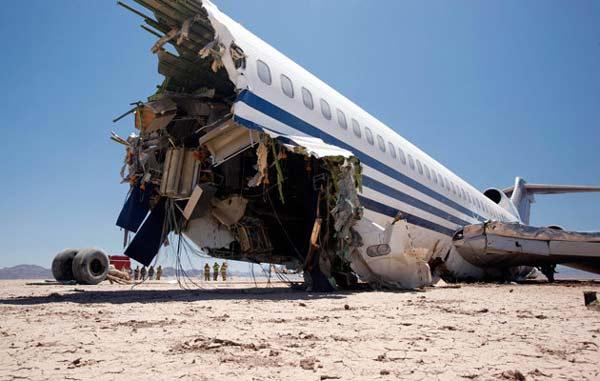 """perierga.gr - Πιο ασφαλής η """"γαλαρία"""" στα αεροσκάφη!"""