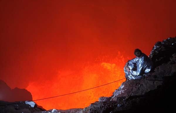 """perierga.gr - """"Καυτό"""" ταξίδι μέσα σε ενεργό ηφαίστειο!"""