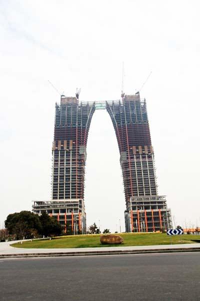 perierga.gr - Ο ουρανοξύστης... παντελόνι της Ανατολής!