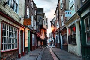 "perierga.gr - Μια ""μεσαιωνική γειτονιά"" στη Βρετανία!"