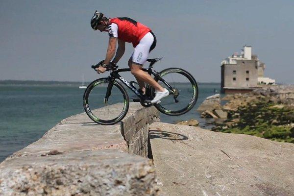 "perierga.gr - Ο ""μάγος"" της ποδηλασίας!"