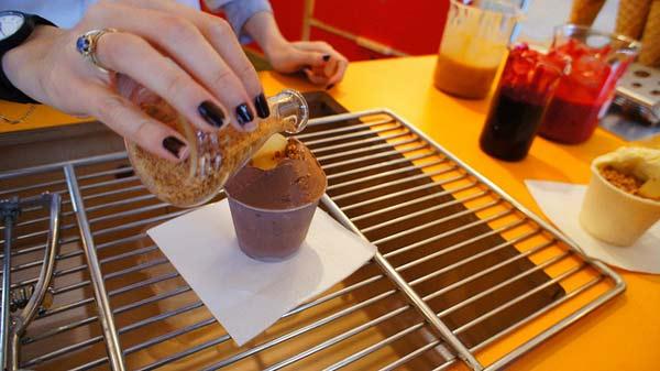 perierga.gr - Σούπερ cool παγωτό με υγρό άζωτο!