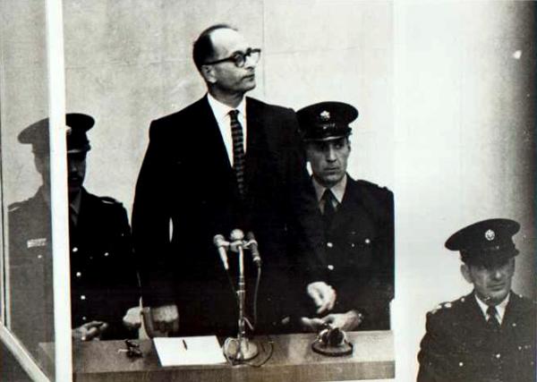 Perierga.gr - Οι δίκες που συγκλόνισαν την ανθρωπότητα!