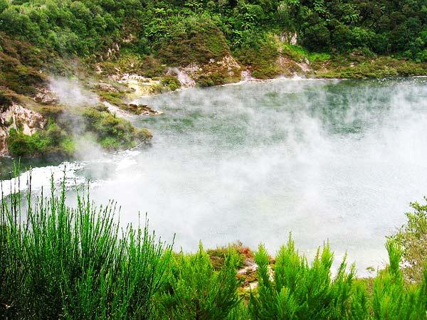 "perierga.gr - Η πιο ""καυτή"" λίμνη στον κόσμο!"