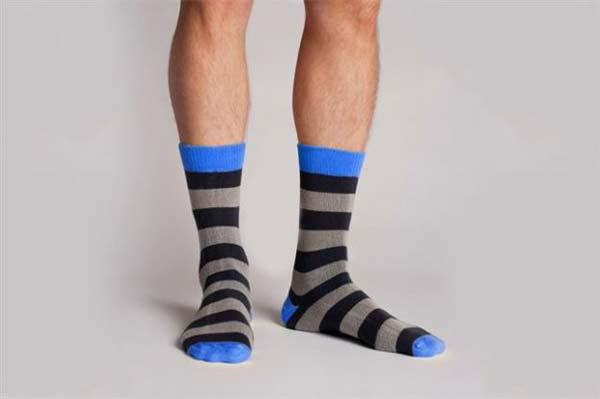 """perierga.gr - """"Άτρωτες""""... κάλτσες δεν τρυπάνε ποτέ!"""