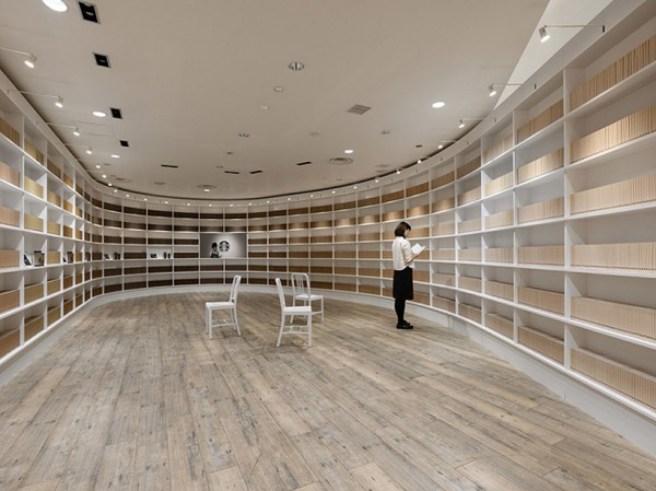 "perierga.gr - Μια παράξενη ""βιβλιοθήκη"" άνοιξαν τα ""Starbucks"" στο Τόκιο!"