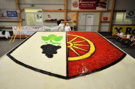 "perierga.gr - Κέικ 2,5 τόνων ""χόρτασε"" ολόκληρη πόλη!"