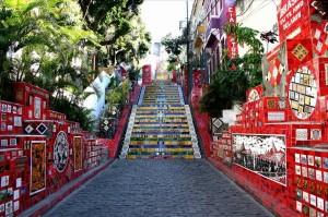 """Δημόσιες σκάλες """"μεταμορφώνονται"""" σε έργα τέχνης!"""