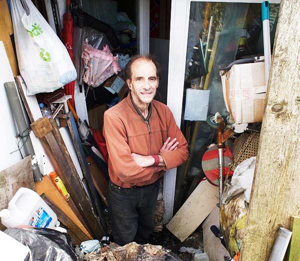 """perierga.gr - """"Ο βασιλιάς των σκουπιδιών""""!"""