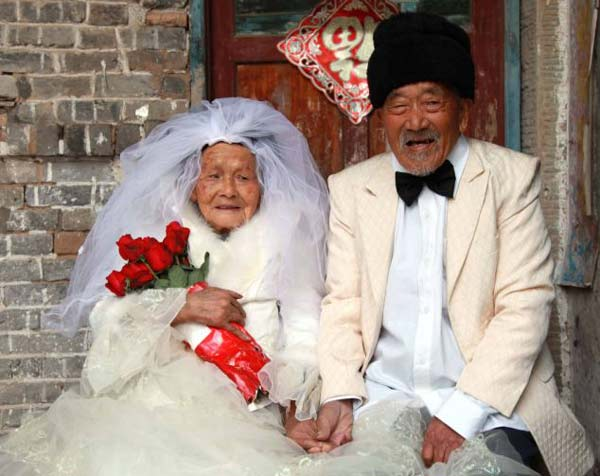 perierga.gr - Τράβηξαν τις φωτογραφίες του γάμους τους 88 χρόνια μετά!