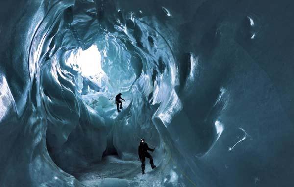 perierga.gr - Η εκπληκτική ομορφιά ενός παγετώνα... εκ των έσω!