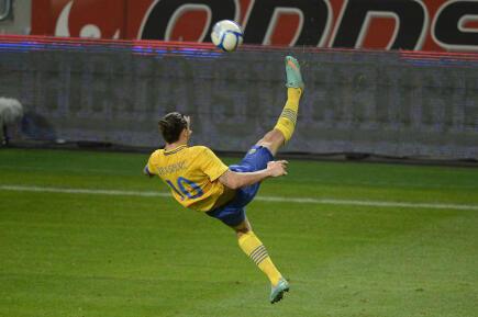 Perierga.gr - Δείτε το απίστευτο γκολ του Ιμπραΐμοβιτς με «ψαλιδάκι»
