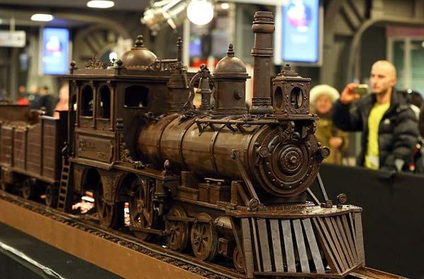 perierga.gr - 34 μέτρα τρένο εξ ολοκλήρου από σοκολάτα!