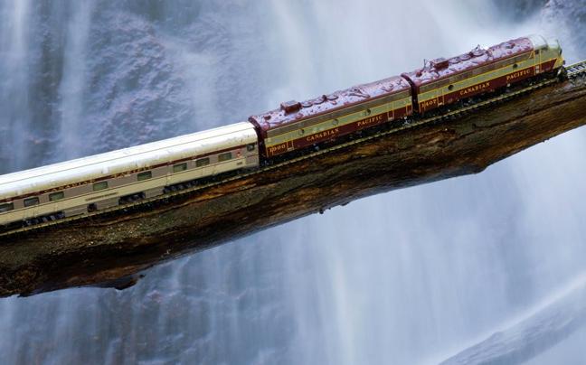 Perierga.gr - Εντυπωσιακές διαδρομές με... ένα ιδιαίτερο τρένο!