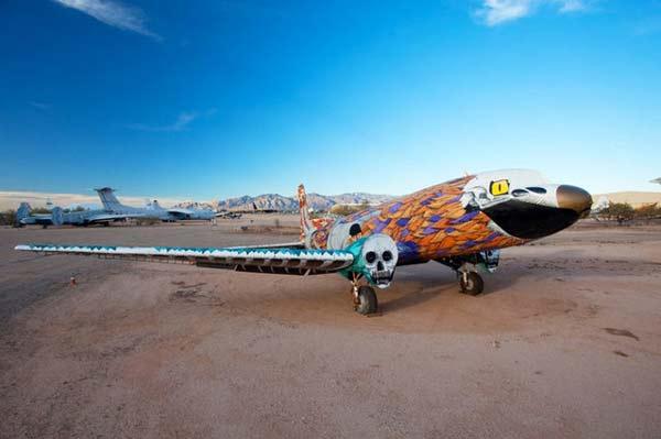 perierga.gr - Παλιά πολεμκά αεροσκάφη γίνονται έργα τέχνης!