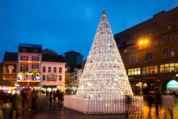 perierga.gr - Ένα εναλλακτικό χριστουγεννιάτικο δέντρο!