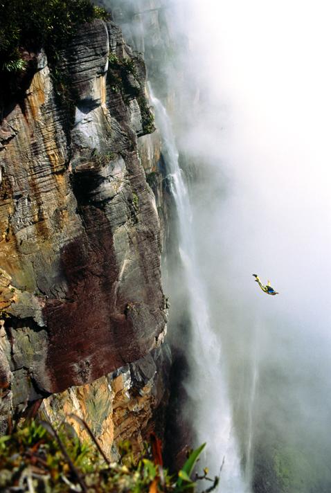 perierga.gr - Πόσο ψηλά μπορεί να φτάσει ο άνθρωπος!