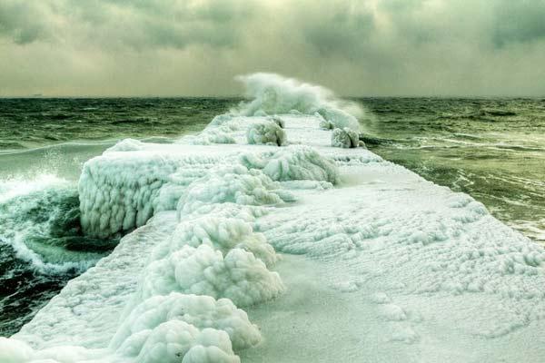 perierga.gr - Η εκπληκτική παγωμένη Μαύρη Θάλασσα!