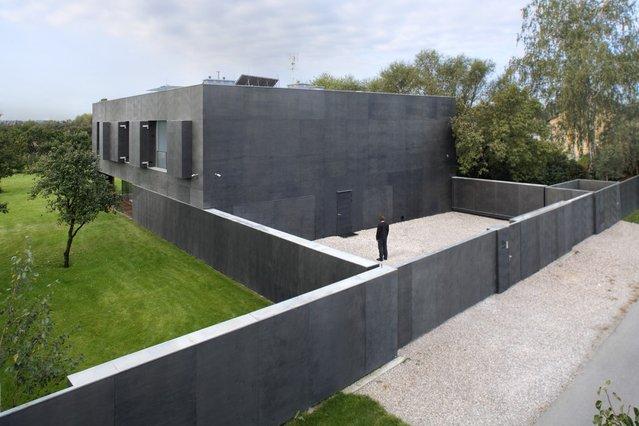 perierga.gr - Ένα σύγχρονο σπίτι-φρούριο!