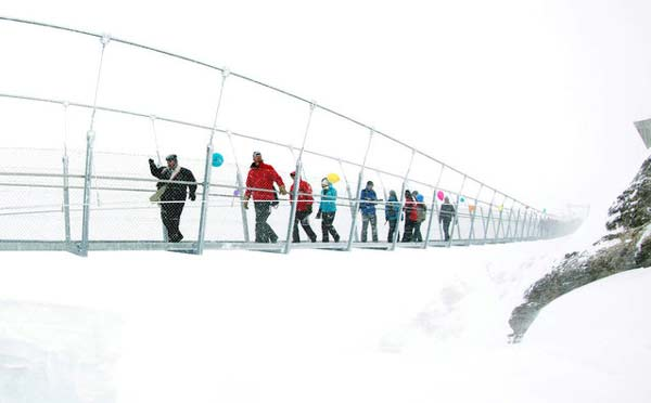 perierga.gr - Μια γέφυρα στις Άλπεις κόβει την ανάσα!