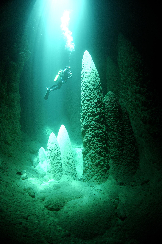 perierga.gr - Anhumass Abyss: Μια μαγική υπόγεια λίμνη!