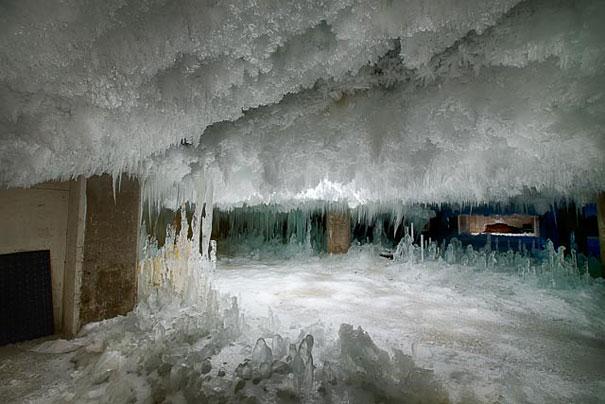 perierga.gr - Ένα συνηθισμένο κτήριο κρύβει μέσα του την... εποχή των Παγετώνων!