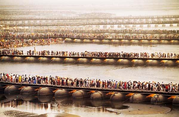 perierga.gr - Εκπληκτική εικόνα εκατομμυρίων ανθρώπων που περιμένουν στη σειρά!