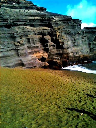 perierga.gr - Παράξενη παραλία με... πράσινη άμμο!