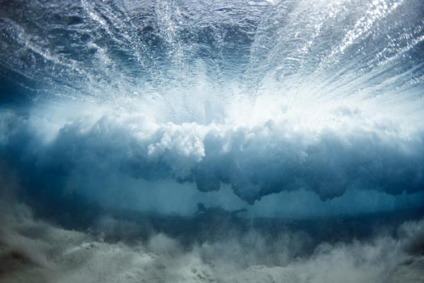 perierga.gr - Απίθανες εικόνες κάτω από τα κύματα!