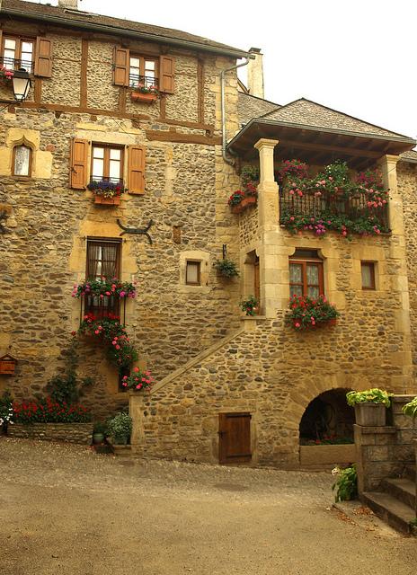 perierga.gr - Ένα γαλλικό χωριό ξεχασμένο από το χρόνο!