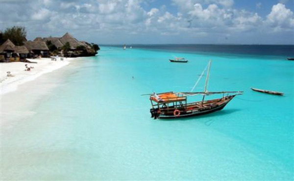 """perierga.gr - """"Διάφανες"""" παραλίες & λίμνες προ(σ)καλούν να βουτήξεις!"""