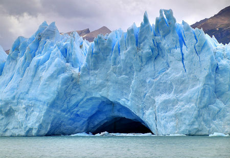 Perierga.gr - Γέφυρα από πάγο κατερρέει με εντυπωσιακό τρόπο!