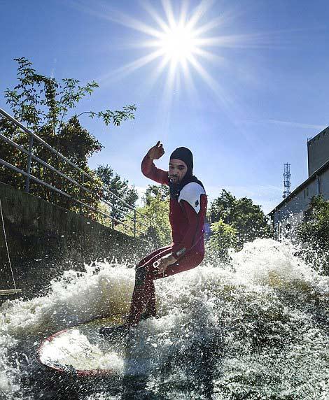 perierga.gr - Σερφάροντας στα ορμητικά ποτάμια της Αυστρίας!