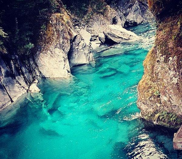"""perierga.gr - Οι """"γαλάζιες λίμνες"""" της Νέας Ζηλανδίας!"""