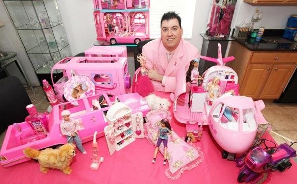 "perierga.gr - Ο ""βασιλιάς"" της Barbie!"