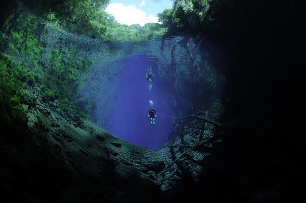 perierga.gr - Lagoa Misteriosa: Η μυστηριώδης καταβόθρα!