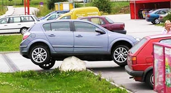 perierga.gr - Και νόμιζες ότι ήσουν κακός στο παρκάρισμα!