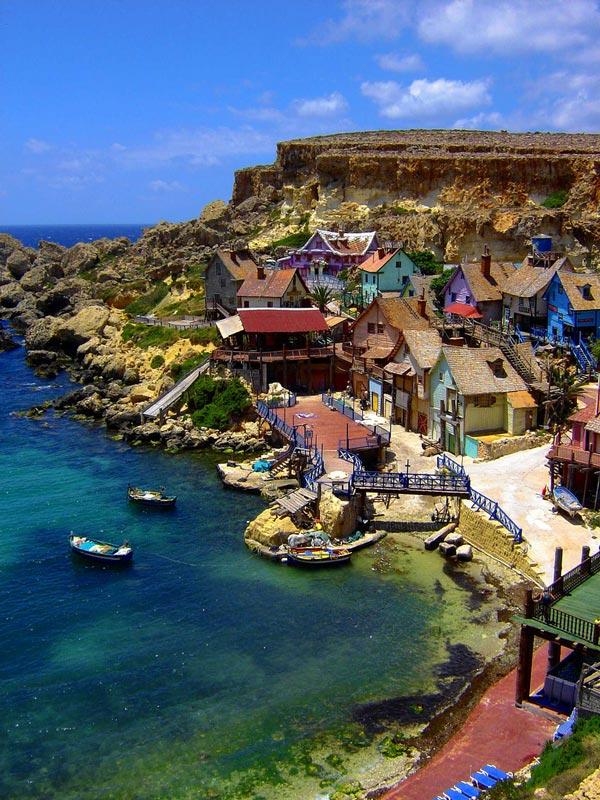 """perierga.gr - Το """"χωριό του Ποπάι"""" στον πραγματικό κόσμο!"""