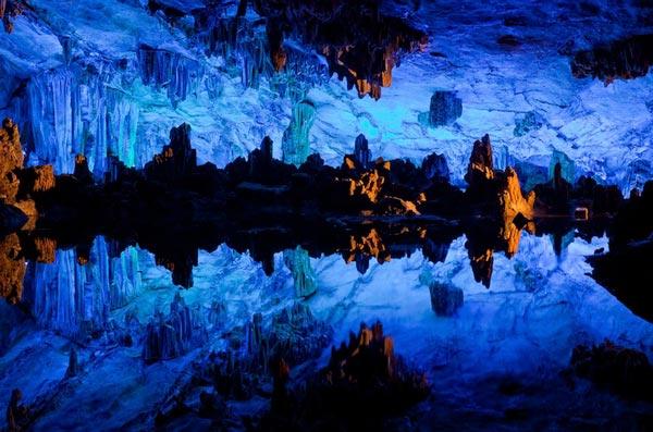 """perierga.gr - Το πολύχρωμο """"Σπήλαιο των Φυσικών Τεχνών""""!"""