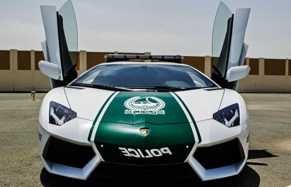 perierga.gr - Με Λαμποργκίνι... περιπολικά στο Ντουμπάι!!!
