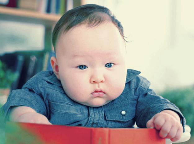 perierga.gr - Τα μαγουλάκια των μωρών είναι για... τσίμπημα!