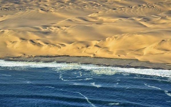 perierga.gr - Εκεί που η έρημος συναντά τη θάλασσα!
