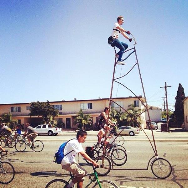 perierga.gr - Οδηγώντας το ψηλότερο ποδήλατο στον κόσμο!