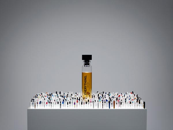 perierga.gr - Everything: Ένα άρωμα περιλαμβάνει 1.400 αρώματα!