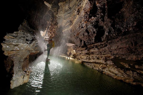 perierga.gr - Η βαθύτερη σπηλιά στον κόσμο!