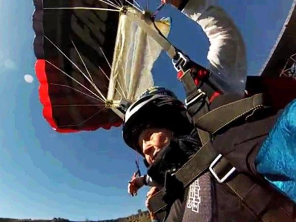 perierga.gr - Ατρόμητη γιαγιά έκανε bungee jumping στα 102 της!
