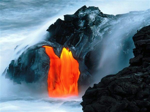 perierga.gr - Όταν η λάβα ενώνεται με τον ωκεανό!