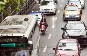 perierga.gr - Απίθανο! Οδηγός μηχανής προκαλεί 5 ατυχήματα σε 75''!